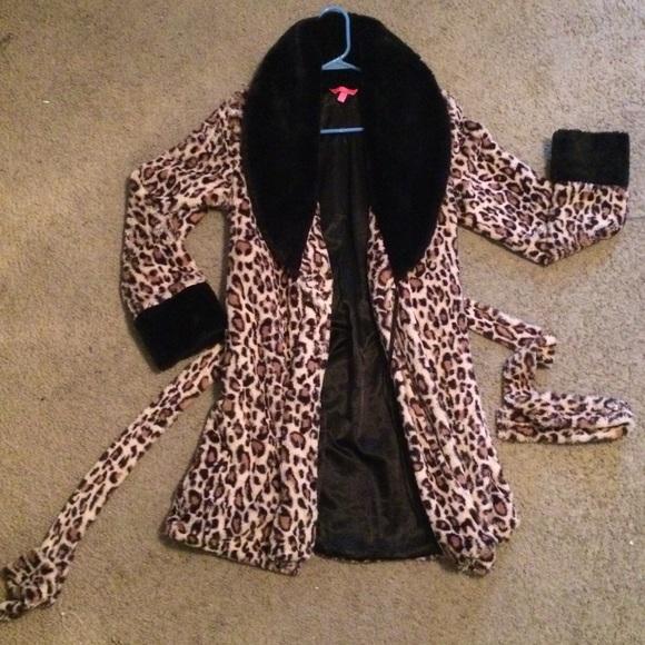7a211e25e9 Betsey Johnson Other - Betsy Johnson Leopard Robe